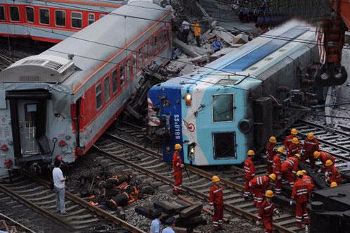 郴州火车相撞真相图片